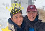 钟镇涛晒合照祝梁朝伟生日快乐 照片上的皇冠吸引眼球