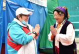 韩红爱心援川公益进行时 明星志愿者齐响应