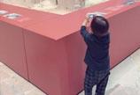 昆凌带2岁儿子逛博物馆 小宝宝变身摄影师姿势很专业