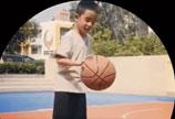 应采儿分享儿子Jasper打球视频 有模有样姿势帅气