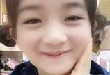 谢娜用拍照滤镜变小孩 大眼水灵超可爱
