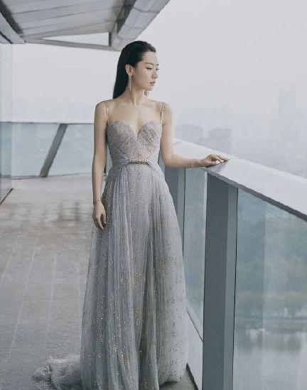 范冰冰造型师回应替白冰借高定礼服:我不认识她