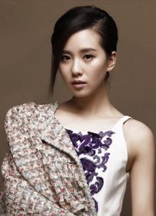 刘诗诗白裙写真 尽显古典优雅气质