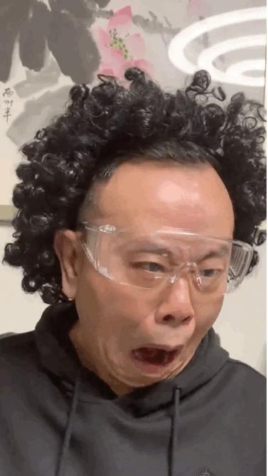 潘长江cos陈奕迅 网友:一出手就是老coser了