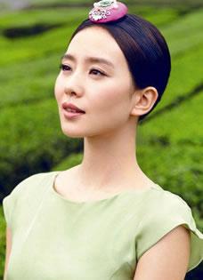 刘诗诗济州岛时尚杂志大片 展清新妩媚百变风情
