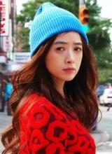 蒋欣秋冬时尚街拍 时尚撞色幸福洋溢