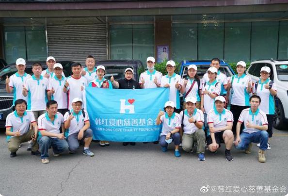 王一博随韩红爱心基金会前往郑州救援,明星志愿者捐款3000万