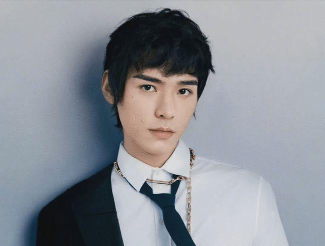 龚俊出镜某时尚杂志2021年金九月周年刊双封面
