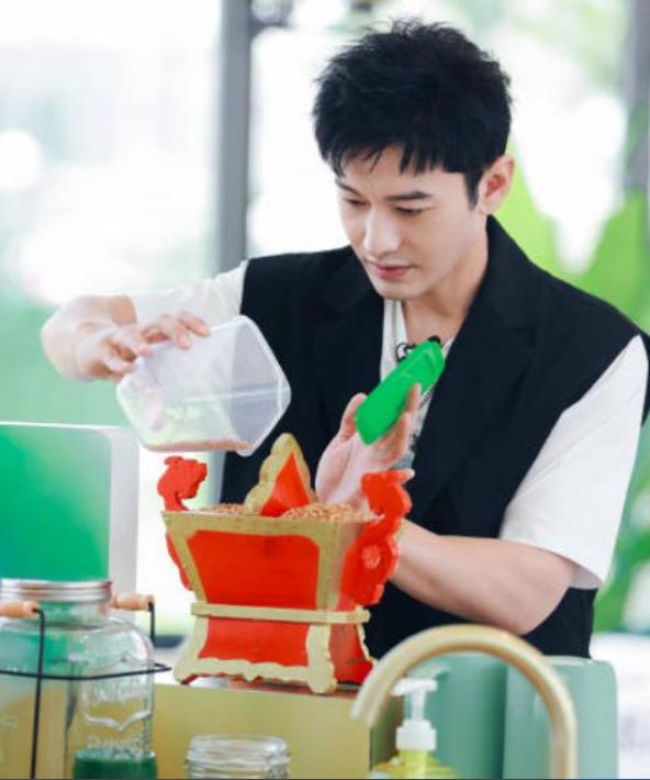 黄晓明告别中餐厅,这一季水花不大,就连粉丝都不在意